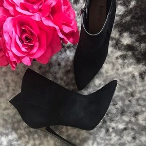 Just Fab Tessica Black Heeled Booties